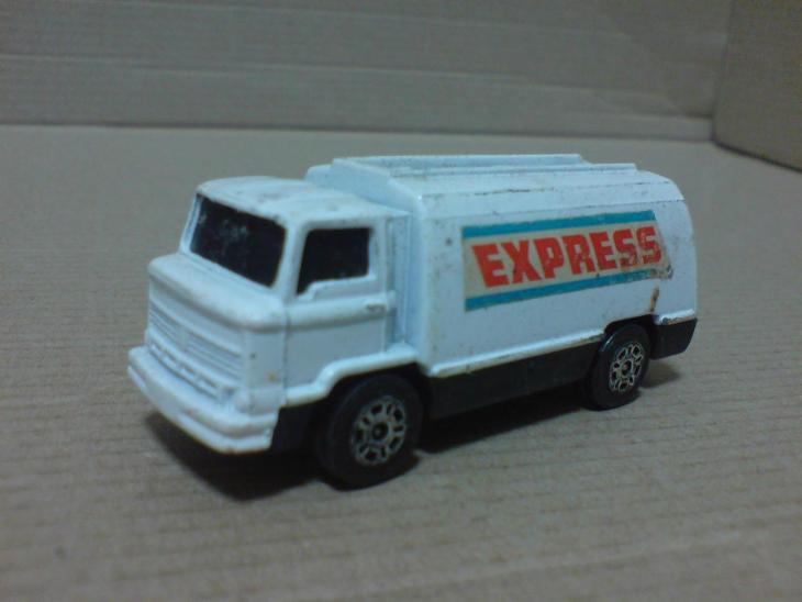 Corgi Juniors-Petrol Tanker - Modelářství