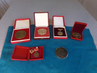 Konvolut medailí ČSSR před rokem 1989.