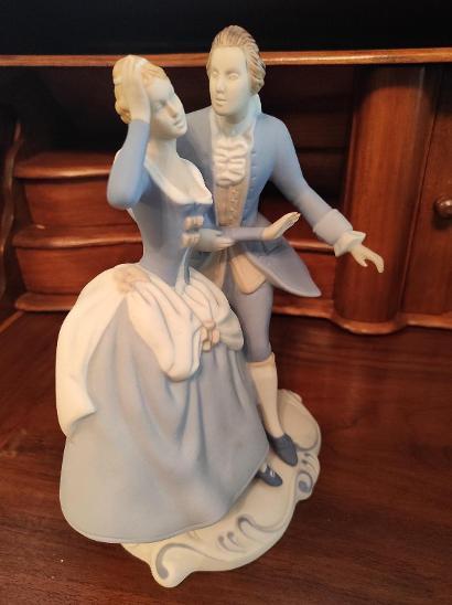 Stará krásná porcelánová soška - Pár námluvy RD - Porcelán