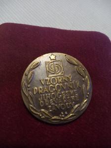 Pamětní medaile Vzorný pracovník Jihočeské dřevařské závody