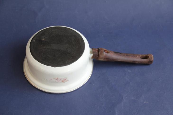 smaltový rendlík výška 7 cm průměr 16 cm VÍCE V POPISU - Zařízení