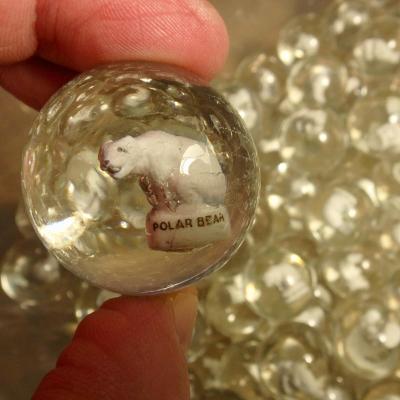 Velká hromada skleněných 3D kuliček se zvířátky Lední Medvěd 80 ks