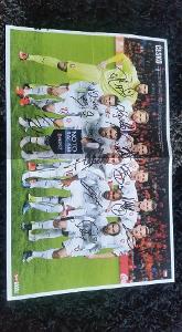 Plakát české fotbalové reprezentace s podpisy hráčů