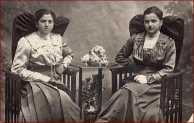Žena * dvojice, šperky, šaty, květiny, nábytek, atelier foto * X564