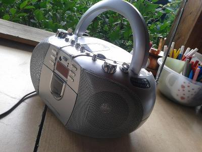 Přenosné audio -RÁDIO HRAJE, CD  NE - viz foto