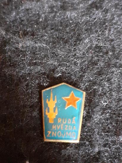 Odznak RUDÁ HVĚZDA ZNOJMO - Faleristika