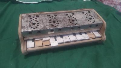 Dřevěné piano