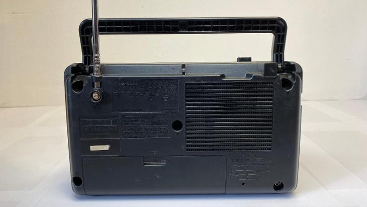 Odkaz na video. Starší rádio PANASONIC GX500. Na baterie nebo do sítě - Starožitnosti