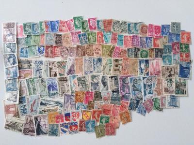 Každá jiná - poštovní známky Francie 150ks