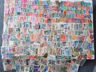 Každá jiná - poštovní známky Francie 340ks