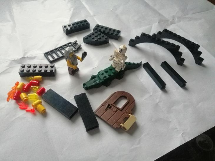 LEGO pirates, castle dílky+figurky - Hračky