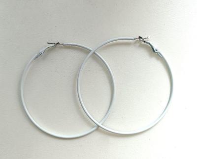 Krásné náušnice kruhy bílé