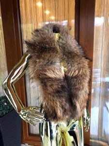Nový .Velký kožešinovy límec ( práva liška ) z Ruska