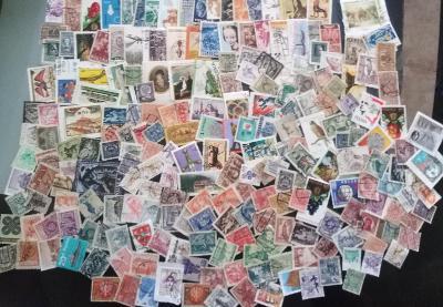 Každá jiná - poštovní známky Polska 220ks