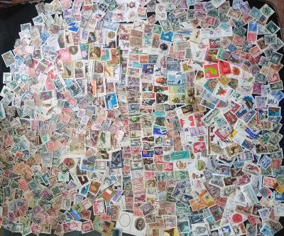 Každá jiná - poštovní známky Polska 670ks