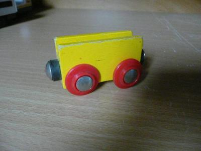 vláčkodráha - žlutý vagon