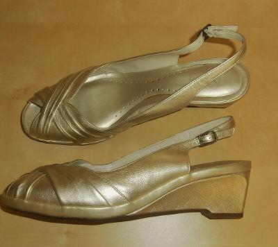 Clarks nové kožené zlaté boty 41 26,5cm