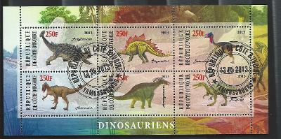 Pobřeží slonoviny- ankylosaurus, stegosaurus, neovenator, amargasaurus