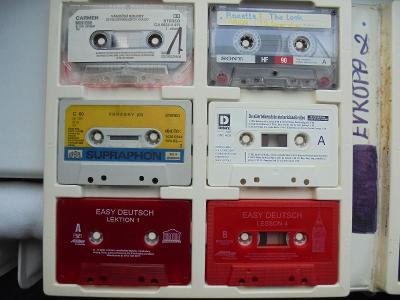 Audiokazety v kazetě