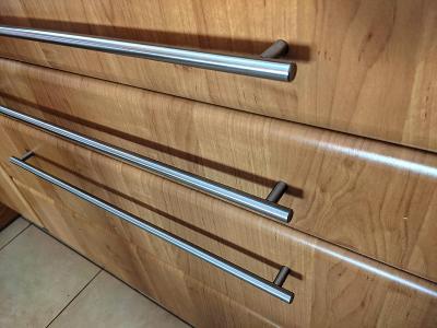 nerez nábytkové úchytky (kuchyňské) 24 ks