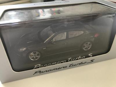 1:43 Porsche Panamera Turbo S Minichamps