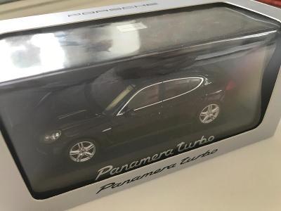 1:43 Porsche Panamera Turbo Minichamps