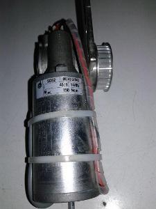 DC motor se šnekovou převodovkou