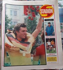 Stadión 24/1982 - MS ve fotbale + plakát ČSSR na MS ve fotbale