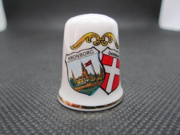 Sběratelský náprstek Dánsko - Kronborg, s vlajkou Dánska - Ostatní