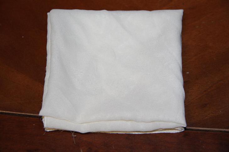 hedvábný bílý šátek rozměr  a 50cm - Starožitnosti