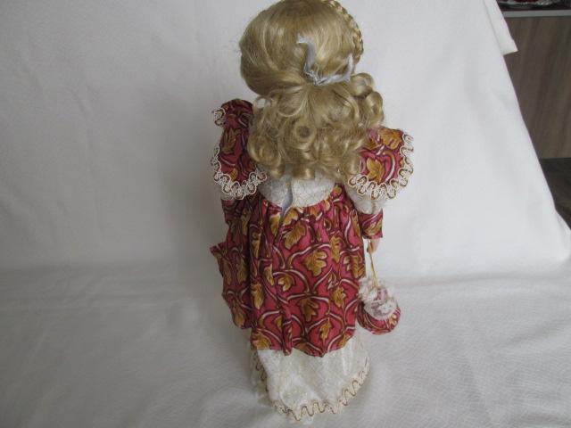 Sběratelská panenka na stojánku.  - Ostatní