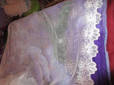 záclona nová jemný vzor kytky