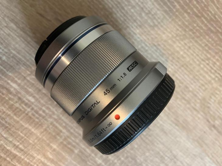 Objektiv Olympus M. Zuiko 45mm f1.8 Micro 4/3 - Foto