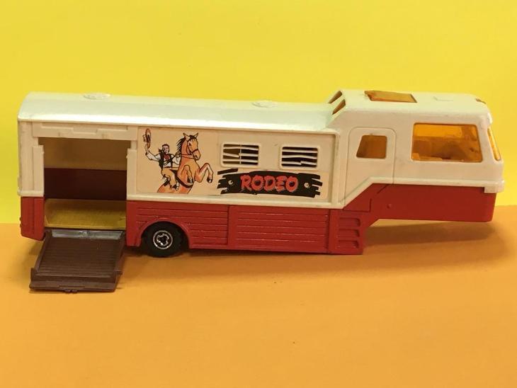 """karavan s přepravou koní """"Rodeo""""- Majorette 1/60 (M17-m10) - Starožitnosti"""