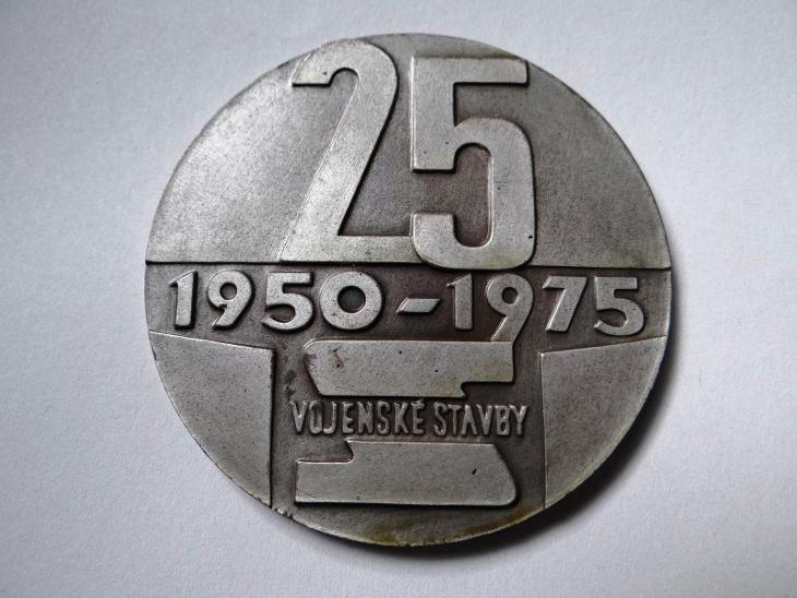 25 LET VOJENSKÉ STAVBY - velká plaketa, průměr 6 cm, 1950-1975. - Faleristika