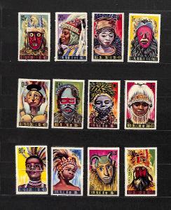 { 25 } - GUINEA ** - DOMORODI LIDE - MASKY