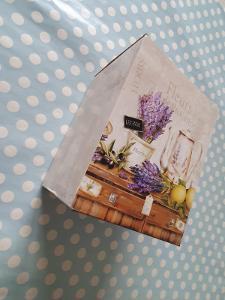 Dekorativní krabička - dárková krabička s levandulemi
