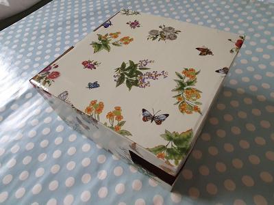 Dekorativní krabička - dárková krabička s lučním kvítím