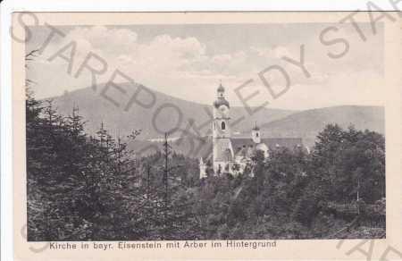 Šumava, kostel v Bavorsku, v pozadí Železná Ruda a