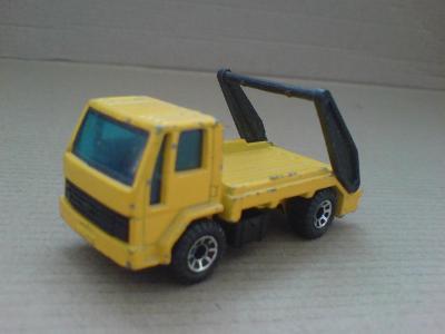 MB-Ford Cargo Skip Truck