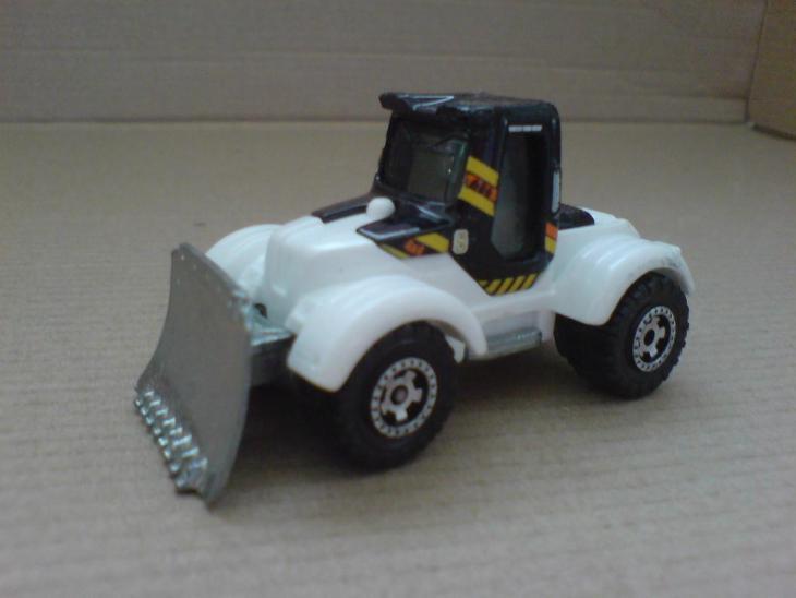 MB686-Tractor Plow - Modelářství