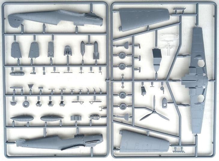 Messerschmitt Bf-109E-7 Trop over Africa - 1:72 plastikový model. - Modelářství