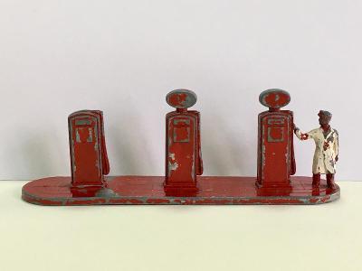 Benzínová pumpa ESSO Lesney (cca 1956) - Matchbox (M17-m18)