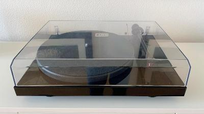Gramofon Pro-Ject Debut Carbon s přenoskou DC 2M-RED + příslušenství