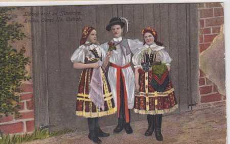 Skupinový portrét, ženy a muž v lidovém kroji ze S