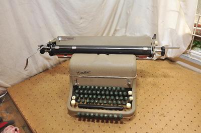 Starý psací stroj ČSR zn. ZETA