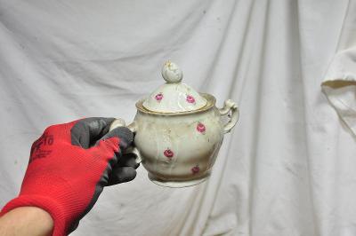 Stará značená keramická nádoba na cukr