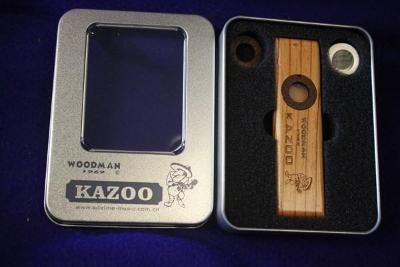 nové luxusní kazoo ze dřeva včetně náhr.dílů v krabičce - WOODMAN