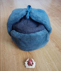 Orig. Beranice (ušanka) čepice zimní šedá SSSR Rusko s odznak. vel. 60