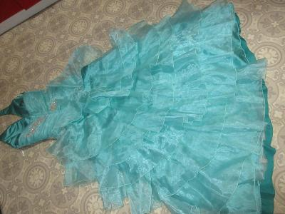 šaty  pěkné, zdobené dlouhé, široké